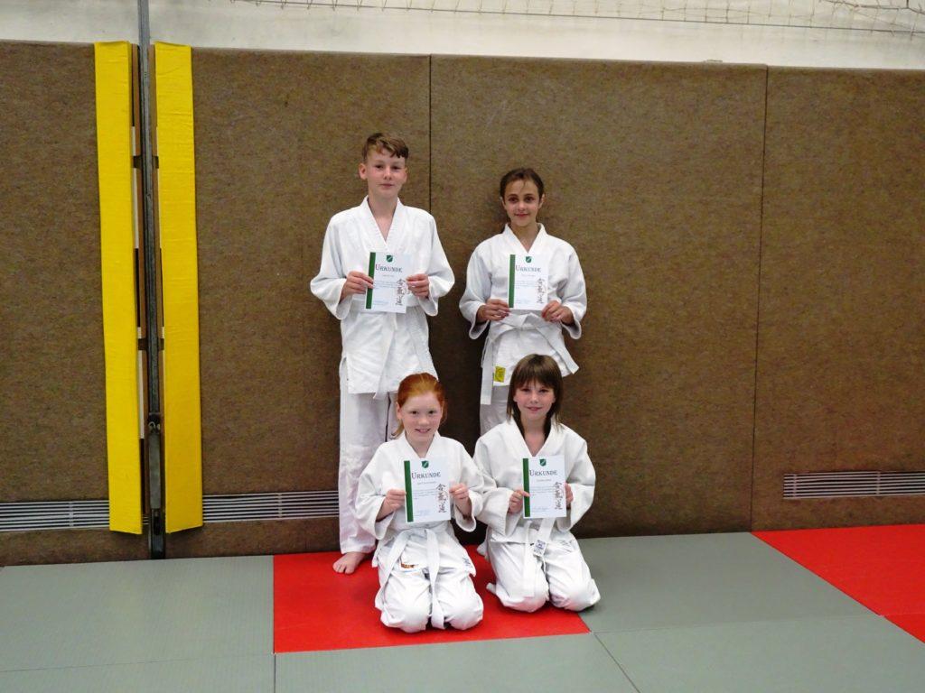 Aikido-Kids nach Prüfung